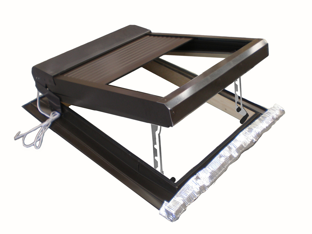 Tapparella elettrica da esterno per lucernari e finestre for Vendita lucernari