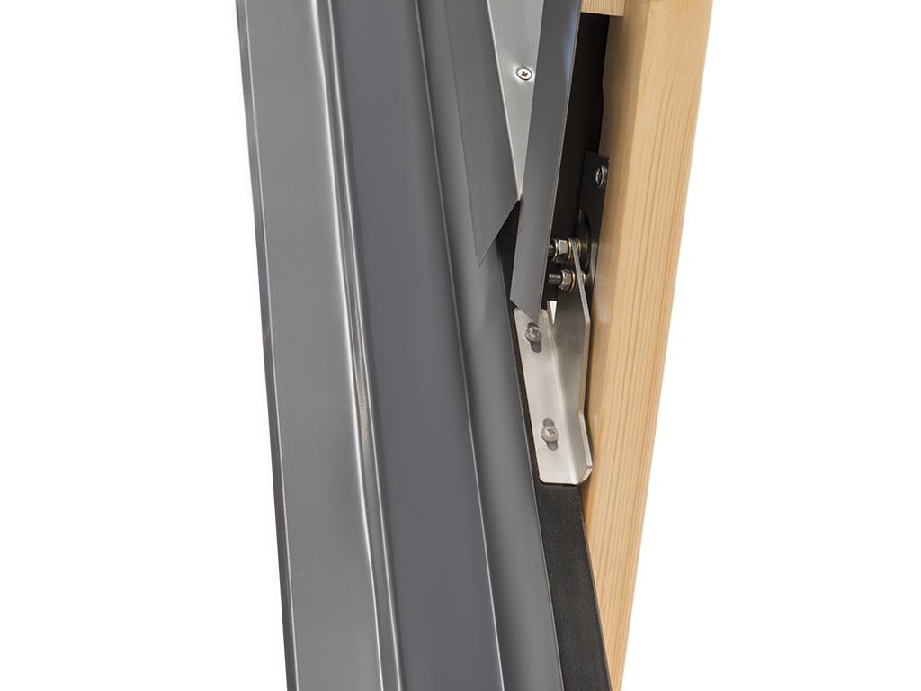 Finestra per tetto lucernario comfort bilico 94x98 for Velux finestre x tetti